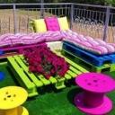 Бъдете практични и атрактивни, като направите стилна градинска мебел от палети, единственото нещо, което ви е необходимо е боя по ваш избор.